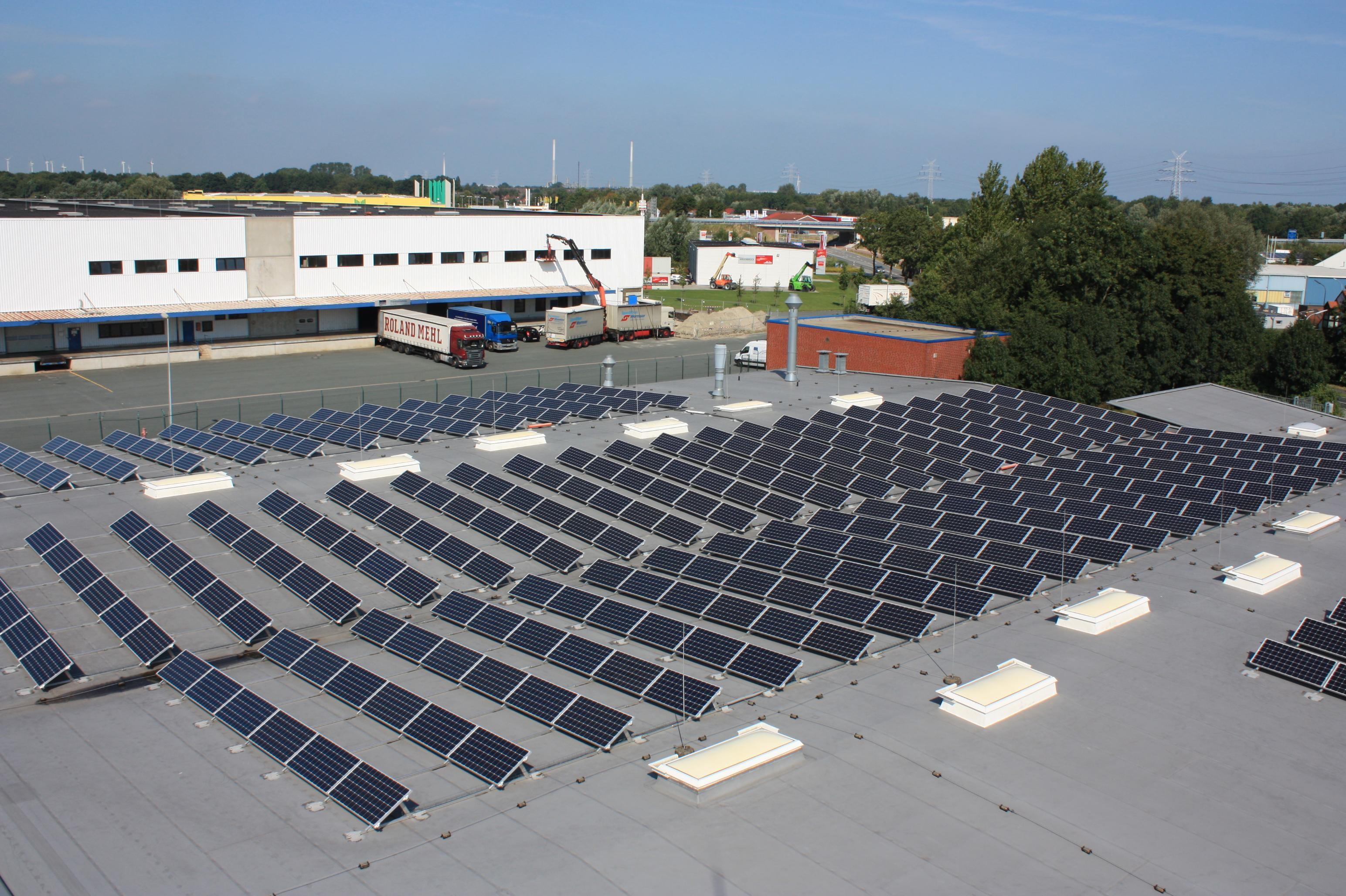 Solarpanels auf dem Dach von Unterwegs