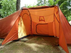 Mein Zelt mit Stehhöhe und großer Apsis – das Großzelt oben werde ich vielleicht in 10 Jahren brauchen