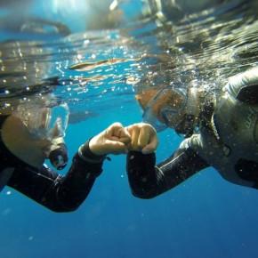 Snorkeladventure - zwei mutige Mädels unter Wasser
