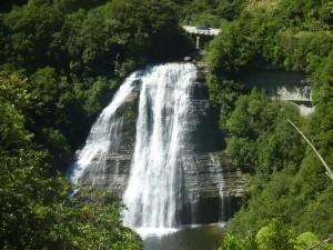 Wir entdechen immer wieder tolle Wasserfälle entlang der Straße