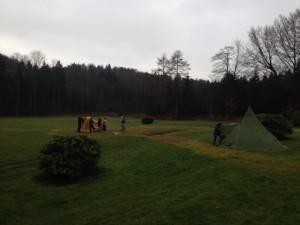 Zeltaufbau bei Unterwegs