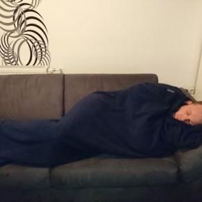 Gemütlich, kuschelig und ein Muss für die Couch: Der praktische Fleecedeckenschlafsack von Cocoon
