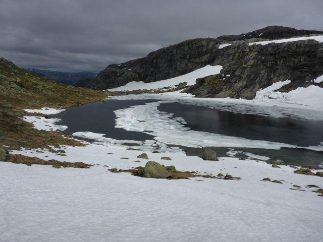 Reisetipp-Unterwegs-Schneefelder-Norwegen