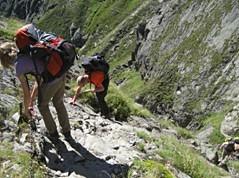 Komplette Kletterausrüstung Preis : Seite ohne kletterausrüstung über stein und geröll