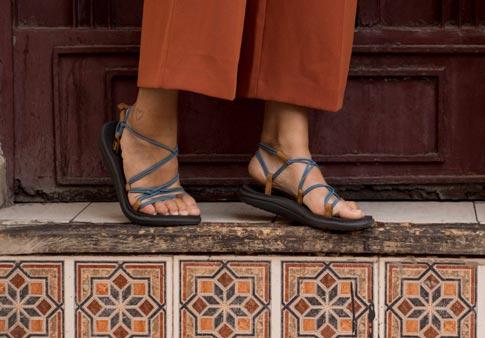 Teva Voya Infinity W thong sandals blue brown