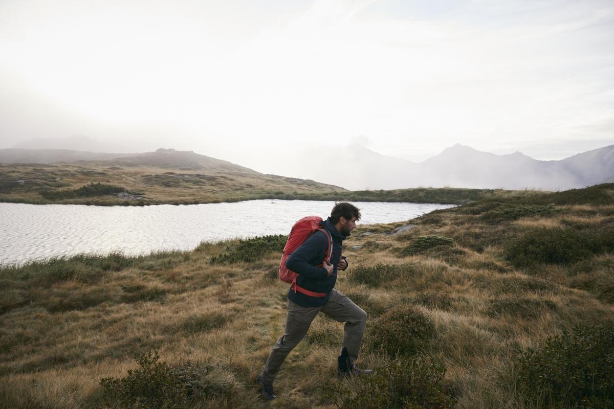 Mann wandert Outdoor